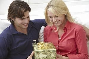 happy-couple-with-gift